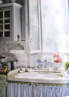 DIY: Old Fashioned, Non-Toxic Kitchen Cleaners - homemade cleaning recipes for nearly everything in your kitchen!I Like this sink skirt. Cozy Kitchen, Shabby Chic Kitchen, Country Kitchen, New Kitchen, Vintage Kitchen, Country Sink, Country Blue, Awesome Kitchen, Kitchen Interior