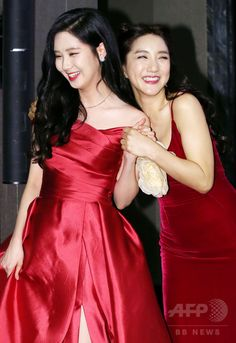 韓国・ソウル(Seoul)で行われた、ミュージカル「風と共に去りぬ(Gone With the Wind)」の制作発表会に臨む、ガールズグループ「少女時代(Girls' Generation、SNSD)」のソヒョン(Seohyun、左)と歌手のパダ(Bada、2014年11月10日撮影)。(c)STARNEWS ▼11Nov2014AFP|「風と共に去りぬ」韓国語版ミュージカル、制作発表会開催 http://www.afpbb.com/articles/-/3031433 #바다 #소녀시대_서현