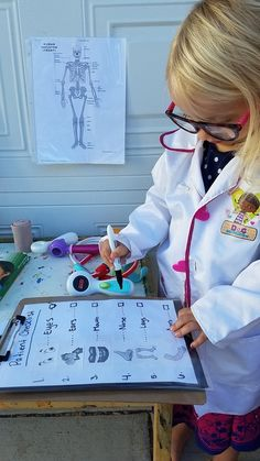 Playing Doctor: Setting up a Doctor's Office: Dramatic Play — Mama Bear Britt - Parenting Tips & Preschool Activities preschool dramatic play Doctor Role Play, Playing Doctor, Doctor Theme Preschool, Preschool Classroom, Dramatic Play Area, Dramatic Play Centers, Preschool Dramatic Play, Infant Activities, Preschool Activities