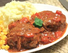 These budget beef mince rissoles are served in a tomato and onion gravy. Easy to make, serve these rissoles with mashed potato. Freeze Ahead Meals, Freezable Meals, Quick Meals, Mince Recipes, Cooking Recipes, Dishes Recipes, Savoury Recipes, Freezer Cooking, Kidspot Recipes