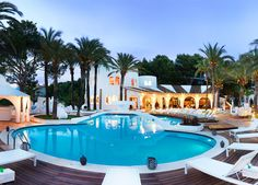 Soleggiato hotel sulle verdi colline fra Santa Ponsa e Peguera, affacciato sulle azzurre acque del Mediterraneo - in mezza pensione.