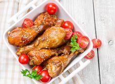 Sie wollen Hühnerkeulen zubereiten und mal etwas Neues ausprobieren? Kein Problem, mit dem Rezept für leckere Sesam-Hühnerkeulen erhalten die Keulen ein asiatisches Aroma!