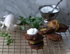 Chickpea Quinoa Fritters with Garlic Yogurt Sauce Barley Nutrition, Cheese Nutrition, Vegetable Nutrition, Cooking Sweet Potatoes, Yogurt Sauce, Foods With Gluten, How To Cook Quinoa, Healthy Appetizers, Whole Food Recipes