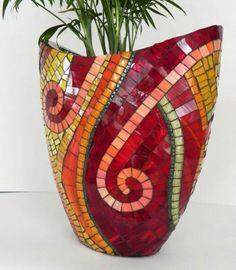 Mosaic Art Stained Glass Mosaic Vase on Ceramic by NewArtsonline Ideia pra fazer em tinta Mosaic Planters, Mosaic Vase, Mosaic Flower Pots, Mosaic Tiles, Mosaics, Glass Planter, Mosaic Mirrors, Glass Tiles, Tiling