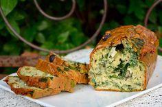 Cake au fromage de chèvre, noisettes et épinards : la recette facile