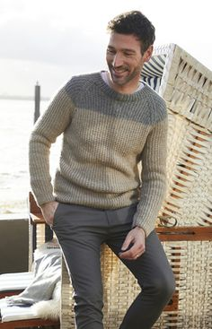 A classic piece that´s comfortable and looks great – men´s pullover worked in two colours of Alpaca Classico Knitting For Beginners, Easy Knitting, Sweater Knitting Patterns, Knit Patterns, Crochet Shirt, Knit Crochet, Purl Stitch, Classic Man, Pattern Design