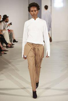 Neben unserem eigenen Projekt, dem #bloggerbazaarHQ bin ich, sozusagen als Außenreporterin auf ausgewählte Shows und Events gegangen. Ausgewählt heißt: ich war kein einziges Mal im Zelt bei einer Show. Mehr dazu findet ihr hier http://www.blogger-bazaar.com/2016/07/04/mbfw-berlin-springsummer-16-show-diary/ Hair Beauty Trends Fashion Week Blogger Runway