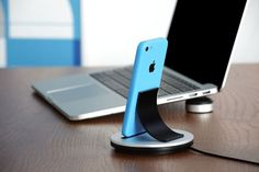 Just Mobile AluBolt iPhone And iPad Mini Dock - Just Mobile AluBolt™ is the high-design dock for Apple iPhone and iPad Mini. With its stylish curved backrest and sprung Lightning connector, AluBolt™ is designed to allow total control of your docked device – even if it's in a case.   Geeky Gadgets