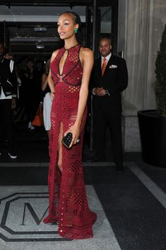 Model Jourdan Dunn in Burberry at the 2015 Met Gala -- definitely crochet-inspired (also, definitely not macrame! Someone needs to school fashion writers on the fiber arts)