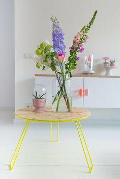 Wat een fijne verrassing om te zien dat de producten van Nederlands designmerk Zuiver nu ook verkrijgbaar zijn bij HEMA! Het gele tafeltje is een mooie eyecatcher in ons interieur.