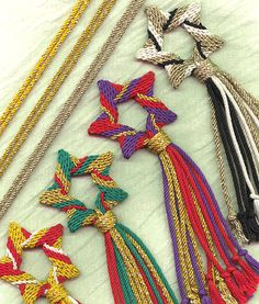 Learn the techniques of ply-split braiding by using this kit for a star ornament by Linda Hendrickson. Inkle Weaving, Inkle Loom, Card Weaving, Tablet Weaving, Star Ornament, Ornaments, Christmas Craft Fair, Metallic Yarn, Micro Macramé
