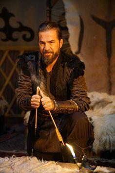 You have your own prestige! Turkish Men, Turkish Fashion, Turkish Beauty, Turkish Actors, Handsome Actors, Cute Actors, Famous Warriors, Best Profile Pictures, Esra Bilgic
