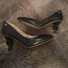 Gorgeous shoes gorgeous hills   Very  very close to original   brand new None Shoes Heels