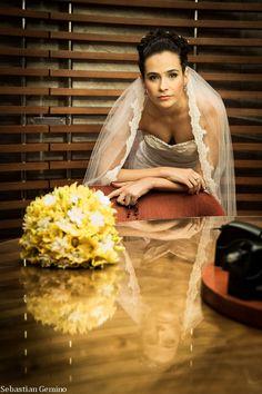 foto de bouquet, vestido de noiva, fotografia de casamento. http://www.sebastiangemino.com/