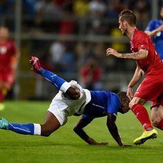 Após empatar sem gols com a Irlanda, Itália volta a tropeçar em amistoso pré-Copa. Desta vez, a equipe foi mal contra a frágil e também fora do Mundial seleção de Luxemburgo e cedeu empate no fim: 1 a 1. http://esportes.terra.com.br/italia/italia-empata-com-luxemburgo-e-segue-sem-convencer,c500f6ed78866410VgnVCM3000009af154d0RCRD.html