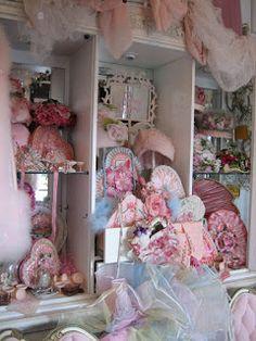 Marie Arden Pink Living: Vignettes in San Diego My Funny Valentine, Vintage Valentine Cards, Valentine Images, Valentine Hearts, Romantic Shabby Chic, Shabby Chic Pink, Romantic Cottage, Above Couch, 70th Birthday Parties