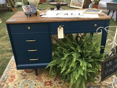 Sewing Machine Desk Makeover-Furniture Refresh Today is the first Furniture Refresh Monthly Li Sewing Machine Desk, Sewing Desk, Sewing Tables, Sewing Machines, Sewing Spaces, Sewing Rooms, Vintage Sewing Table, Furniture Projects, Furniture Makeover