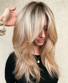 Layered Hairstyles 2020 here is what you need to know for a perfect style in 2020. Layered hairstyles 2020 are available with many varieties and choices and layered hairstyles 2020 must be cut after knowing your face shape and hair type.