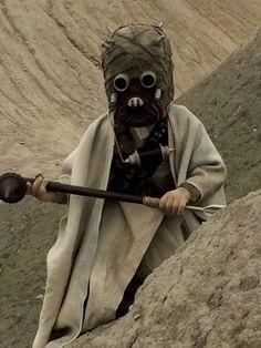 Tusken Räuber: Wenn dir das nichts sagt ist 1. Star Wars nicht dein Ding und 2.. solltest du dann auch nicht so ein Kostüm tragen. Ich finde es ist ein super Kinder-Kostüm. | unfassbar.es