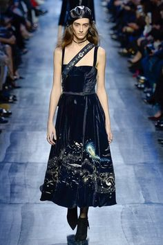 Christian Dior Fall 2017 Ready-to-Wear Collection Photos - Vogue Fashion Week, Fashion 2017, Paris Fashion, Runway Fashion, High Fashion, Fashion Show, Womens Fashion, Fashion Design, Christian Dior