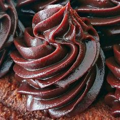 This Pin was discovered by Hob Pasta Cake, Cookie Recipes, Dessert Recipes, Turkish Sweets, Recipe Mix, Homemade Desserts, Turkish Recipes, Cream Recipes, Chocolate Desserts
