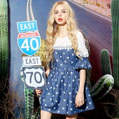 flared sleeves jeans dress with lace collar