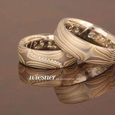 Ein wundervolles Paar Mokume Gane Eheringe. Die Trauringe Anshin # 655 von Wiesner - Die Goldschmiede