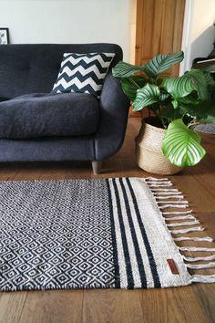 Bedroom rug runner spaces 33 Ideas for 2019 Bedroom Window Design, Diy Home Decor Bedroom, Modern Bedroom Furniture, Bedroom Ideas, Bedroom Red, Trendy Bedroom, Bedroom Colors, Sofas For Small Spaces, Small Sofa