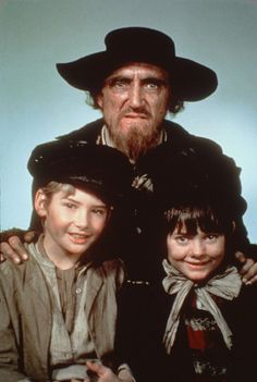 Still of Mark Lester (Oliver), Ron Moody (Fagan) and Jack Wild ( The Artful Dodger) in Oliver!
