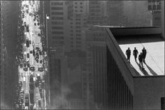 'Men on a rooftop, Sao Paulo' by Swiss Magnum photographer, René Burri. Although his shot of Che Guevara is probably his most famous and rightly so, Men on a rooftop is probably my favourite photo ever. Magnum Photos, Magnum Fotografie, Che Guevarra, Foto Magazine, Time Magazine, Street Photography, Art Photography, Photography Composition, Cinematic Photography