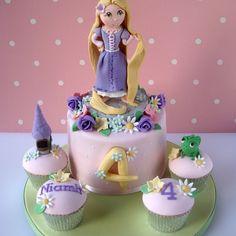Tangled Cake Chocolate sponge centre cake with matching chocolate cupcakes. Rapunzel Cupcakes, Rapunzel Cake, Rapunzel Birthday Party, Disney Frozen Birthday, Tangled Party, Disney Tangled, Girly Cakes, Purple Cakes, Pretty Cakes