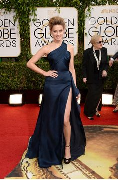 Amber Heard was all drama at the 2014 Golden Globes in a high-slit Versace gown