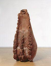Giuseppe Penone - Souffle 6 [Soffio 6], 1978 Terre cuite - 158 x 75 x 79 cm Collection Centre Pompidou, Mnam, Paris L'artiste engage ici son corps dans la matière à laquelle il veut donner forme, en l'informant de son empreinte qui va de l'entre-jambe à la bouche. Le souffle est à la fois geste et objet.