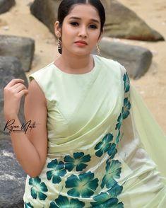Anikha Surendran photoshoot stills by Rojan Nath. South Indian Actress Anikha Surendran latest photoshoot stills. Beautiful Girl In India, Beautiful Girl Photo, Beautiful Saree, Beautiful Women, Indian Actress Hot Pics, Most Beautiful Indian Actress, South Indian Actress, South Actress, Beauty Full Girl