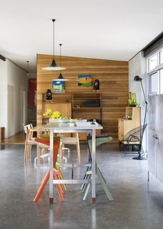 Fiona & Ken's Perth home via The Design Files Modern Interior Design, Interior Architecture, Timber Feature Wall, Wood Slat Wall, Wood Slats, Quirky Kitchen, The Design Files, Australian Homes, Open Plan Living