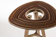 Il progetto introduce l'innovazione in termini di materiali e tecniche che creano trama macinando una ricca varietà di legno sulla carta. La carta vetrata è integrata all'interno di costruzioni di quercia bianca, che è costruito in fine carpenteria artigianale.