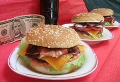 Hamburger Cheddar, Hamburger, Bacon, Chicken, Ethnic Recipes, Food, Cheddar Cheese, Essen, Burgers