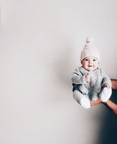 How many baby clothes do I need? My minimalist baby clothing essentials – Cute Adorable Baby Outfits So Cute Baby, Pinterest Baby, Little Babies, Baby Kids, New Babies, Kids Girls, Small Cute Babies, Girls Hats, Small Baby