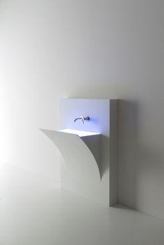 Wastafel met een sterk design die nu ook als voorzetwastafel leverbaar is, van Antoniolupi Fuori Strappo.