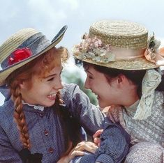 Anne Shirley and Diana Barry in Anne of Green Gables Anne Of Avonlea, Road To Avonlea, Anne Auf Green Gables, Jonathan Crombie, Gilbert Blythe, Anne Shirley, Kindred Spirits, Pride And Prejudice, Period Dramas