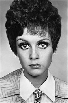 Twiggy...I have never seen this hair on Twiggy....
