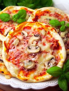 Szefowa w swojej kuchni. ;-): Szybkie pizzerinki (z ciasta bez wyrastania) Pizza Recipes, Appetizer Recipes, Cooking Recipes, Appetisers, Vegetable Pizza, Food And Drink, Meals, Dinners, Bread