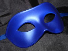New to TheCraftyChemist07 on Etsy: Unisex Blue Masquerade Mask (13.99 USD)