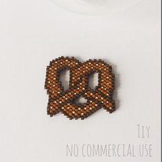 #bretzel #miyuki #jenfiledesperlesetjassume #jenfiledesperlesetjaimeca #miyukidelica #alsace #bretzels #beads #jesuisunesquaw #perleaddict #ht_handmade #diy #france #broche #patronmaison #faitmain #bijouxtiy