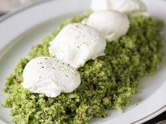 Broccolismul med kapris och ägg