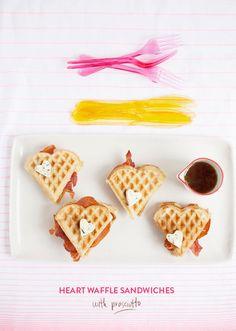 heart waffle recipe Valentines Day Food, My Funny Valentine, Valentine Day Love, Brunch, Crepes, Waffle Sandwich, Love Fest, Cupcakes, Waffle Recipes