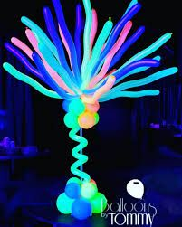 UV reactive balloons make this centerpiece glow! Neon Party Decorations, Ball Decorations, 80s Birthday Parties, Sleepover Party, 16th Birthday, Balloon Glow, Balloons, Xmas Party, Party Time