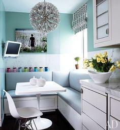 Una cocina pequeña con un rinconcito para comer muy bien resuelto. La  paleta de colores utilizada acompaña el diseño d738cd579513