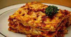 Bolognese Lasagne mal anders! Und zwar mit Roter Linsen Bolognese. Ich mag Linsen sehr gern und versuche sie wegen des hohen Eiweißgeha...