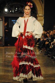El Ajoli We Love Flamenco 2015 mangas de flamencab· Moda Flamenca por Claudia Alfaro vía Entre Cirios y Volantes.